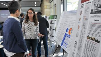 Emanuelle Klachky discusses her research poster